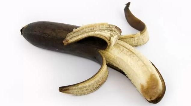 Банан, который выглядит так уже лучше не есть.