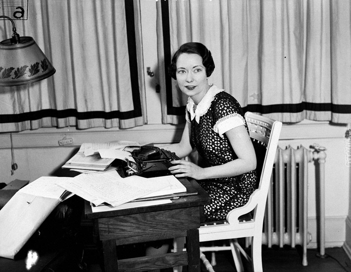 Маргарет Митчелл за работой - редкое фото, Митчелл никогда не афишировала, что пишет роман