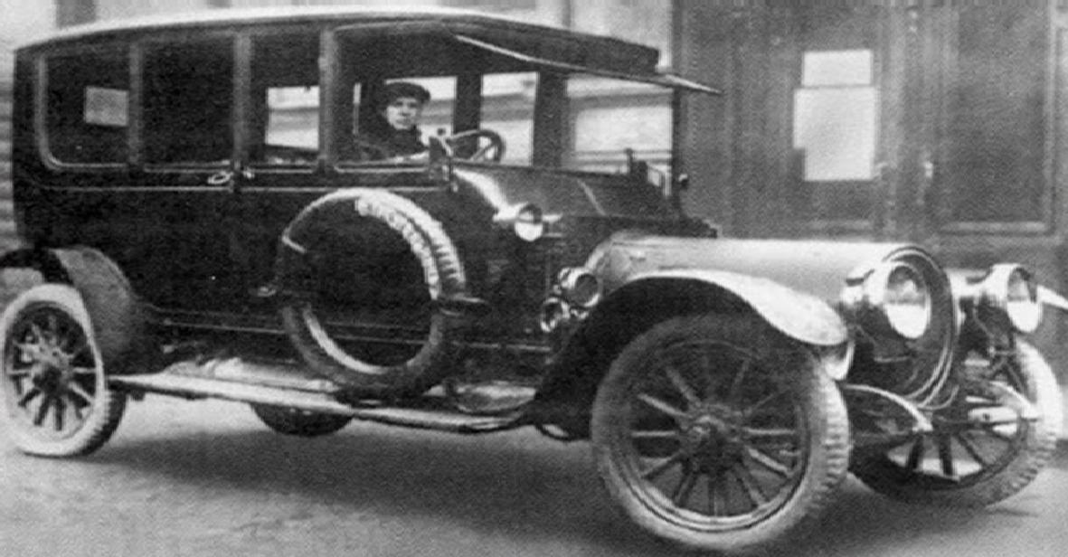 Автомобиль Ленина и его личный водитель Степан Гиль