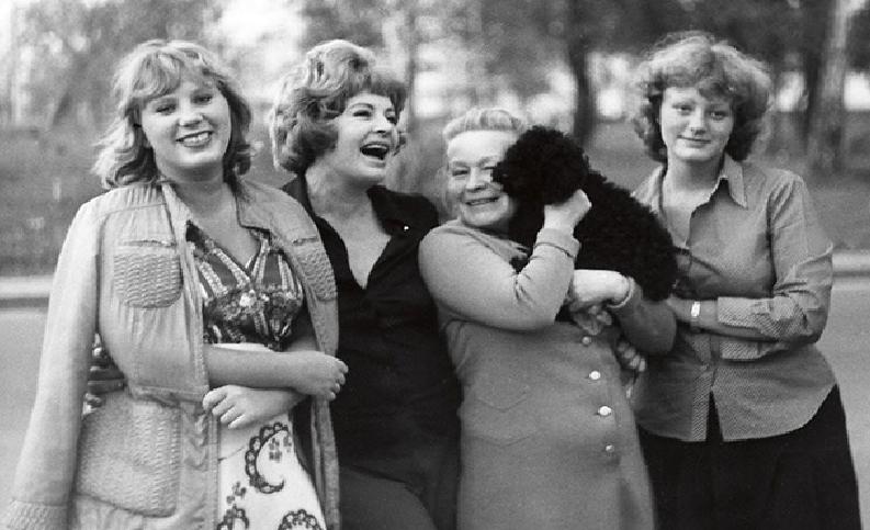 Алла Ларионова с дочерьми