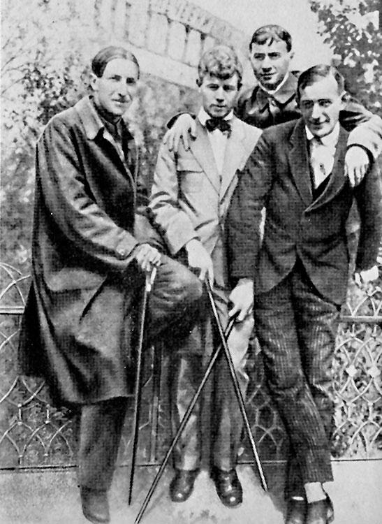Имажинистская четверка: слева направо Мариенгоф, Есенин, Кусиков, Шершеневич