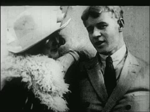 С. Есенин и Айседора Дункан: кадр из кинохроники