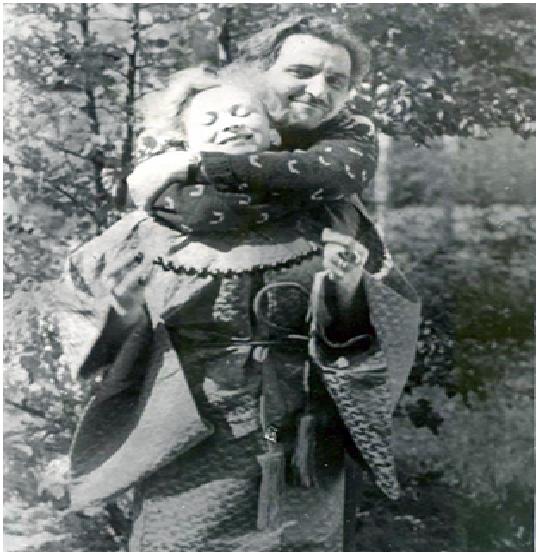 Симонов и Серова на даче