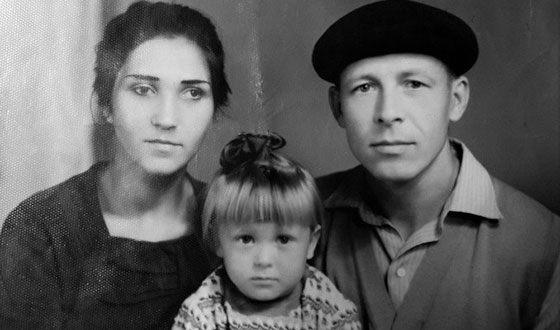 Елена в детстве с родителями