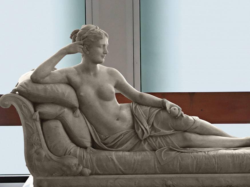 Скульптура Фанни Лир в образе Венеры с яблоком