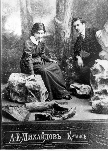 Свадебное фото Г. Табидзе и О. Окуджавы
