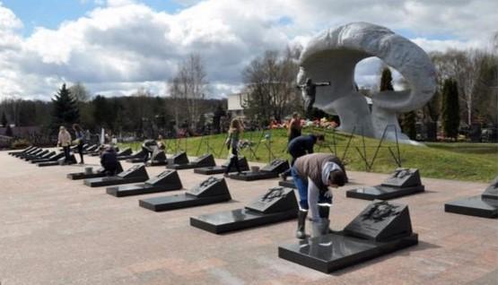 Могила ликвидаторов на Митинском кладбище в Москве