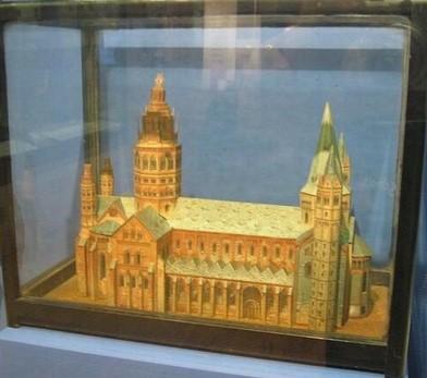 Модель собора, изготовленная Мерриком