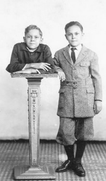 Джон с братом Робертом