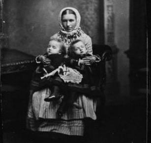 Роза и Жозефа с матерью