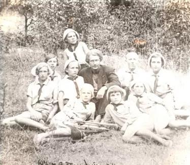 Проня Колыбин с пионерами и вожатым в Артеке, июнь 1934 года