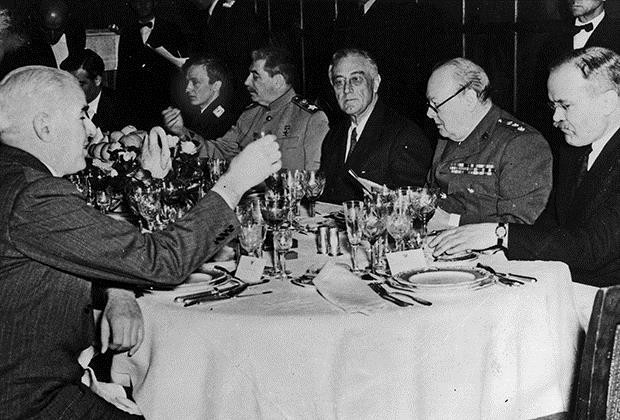 Ужин во время Ялтинской конференции