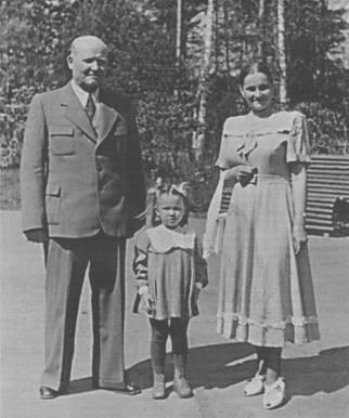 Маршал Конев со второй женой и дочерью