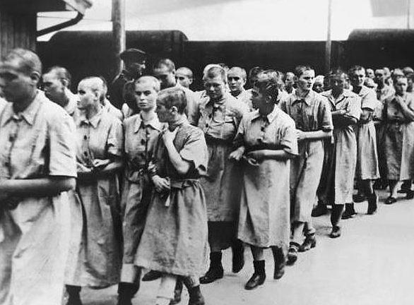 Женщины, отобранные для лагерного борделя