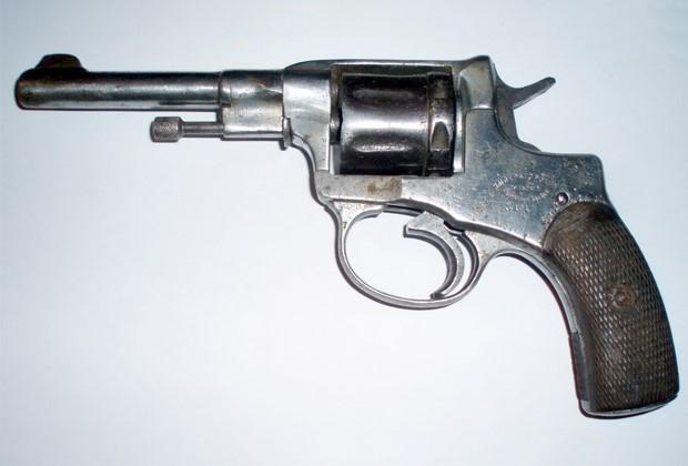 Приблизительно такой револьвер был у Лабуткина