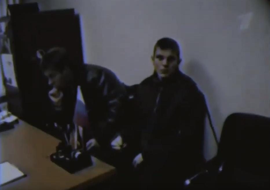 Задержанный Мещеряков в кабинете следователя