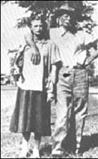 Мать и отчим Кэрил