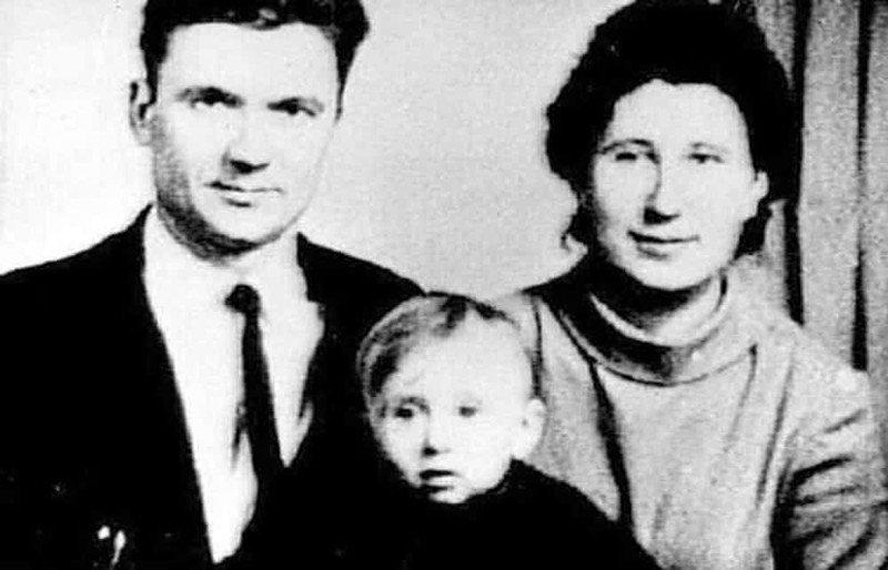 Чикатило с женой Фаиной и сыном Юрием