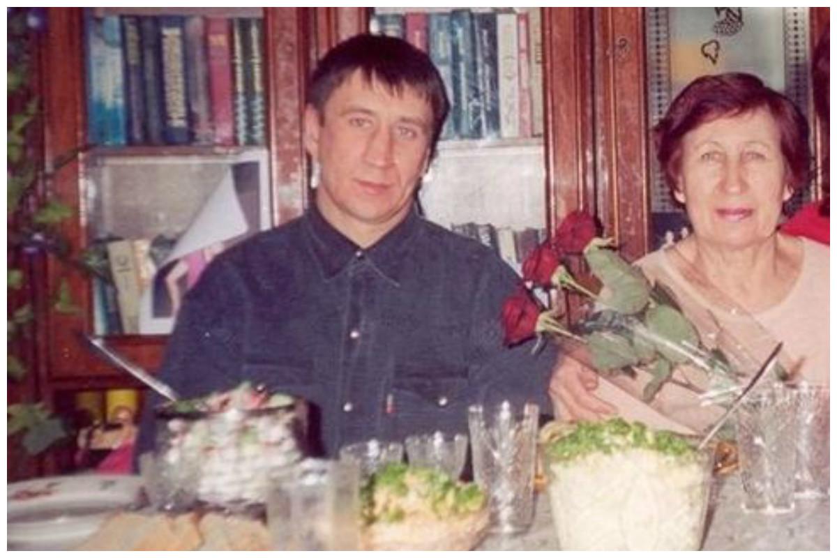 Юрий Чикатило с матерью Фаиной Одначевой